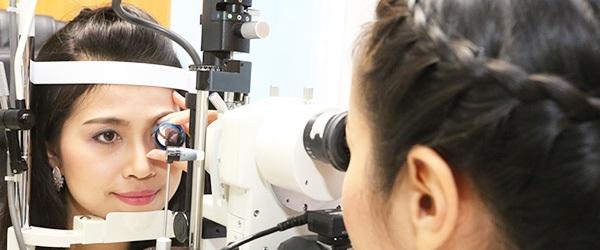 Обследование глаз в клинике Ассута