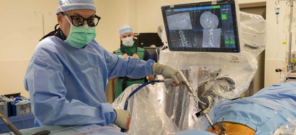 современная ортопедическая операция на спине