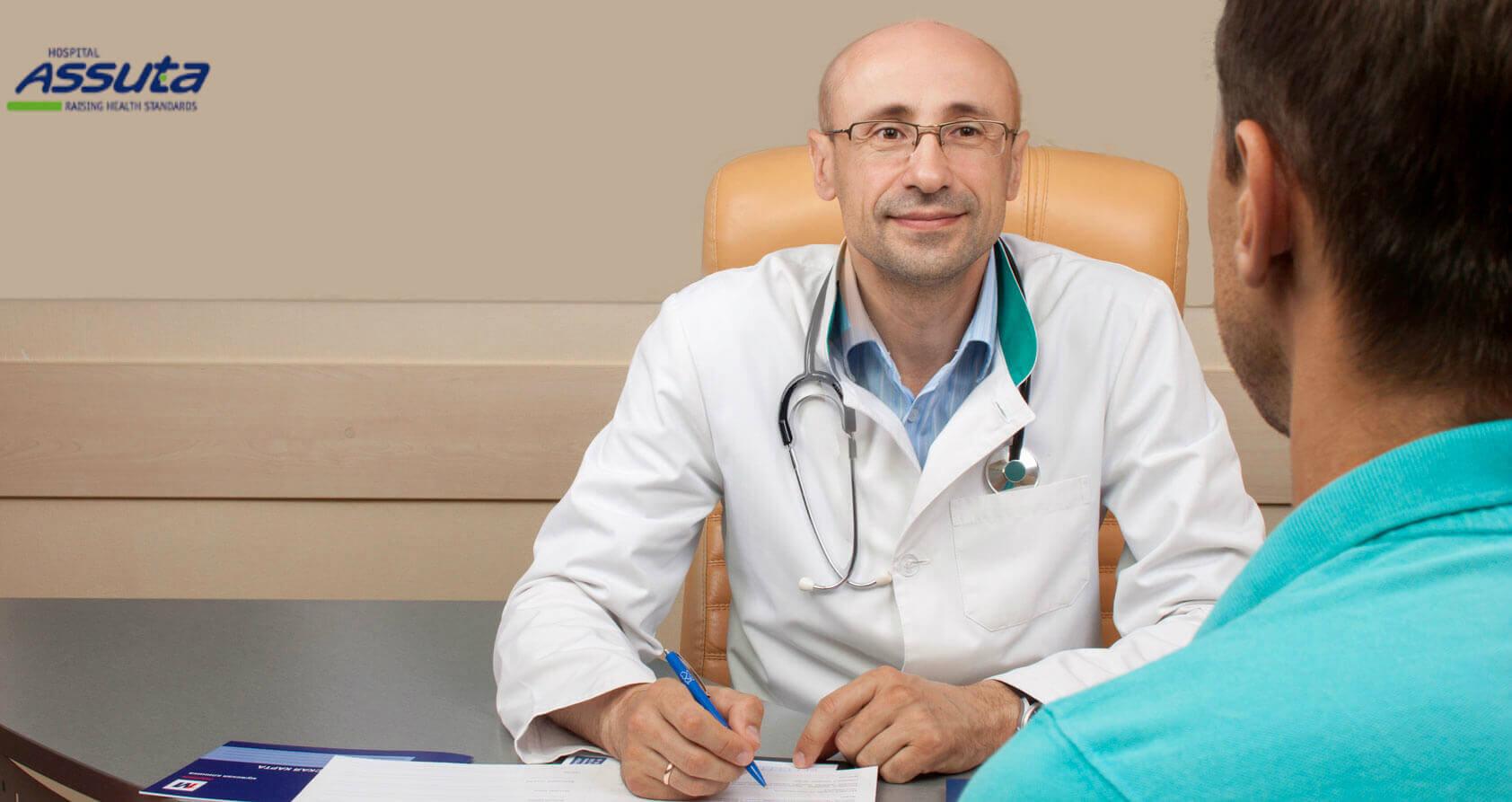 уролог на приеме пациента с эректильной дисфункцией